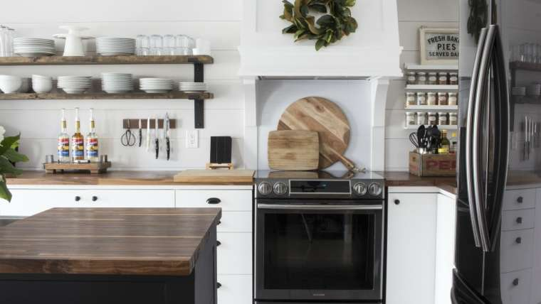 5 Great Reasons to Add an Open Shelving System to Your Kitchen