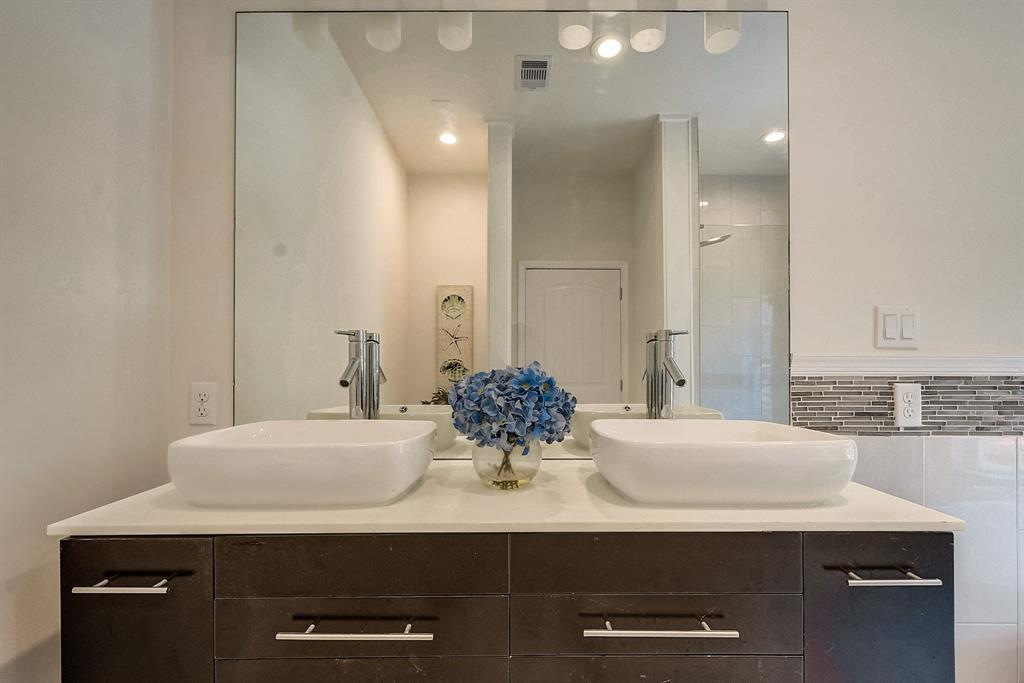 Bathroom Organization - Vacant Home Staging