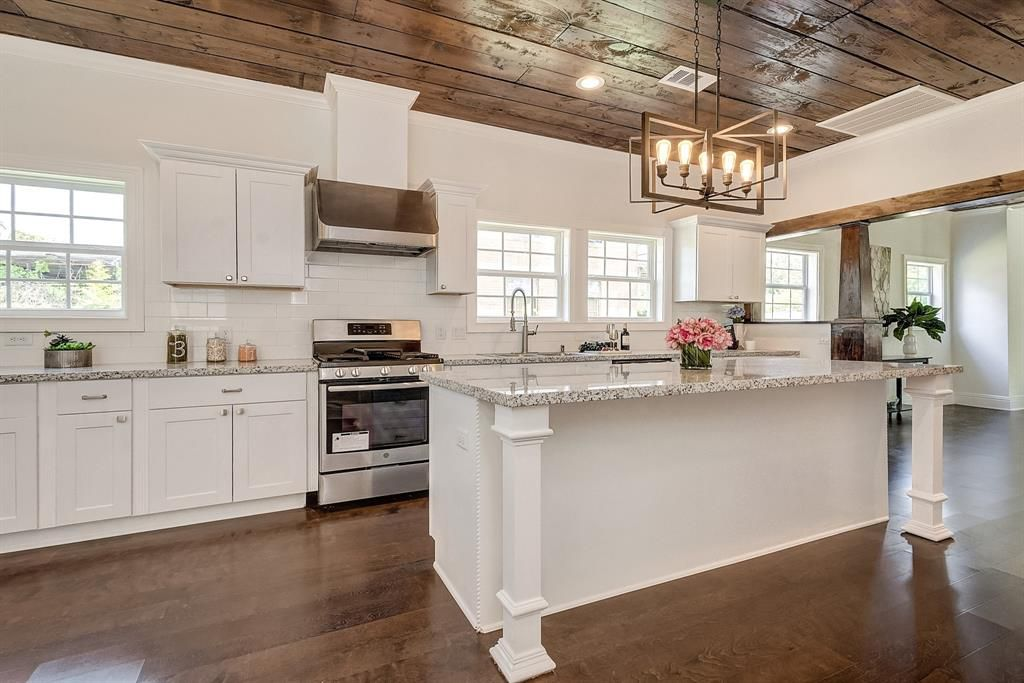 Kitchen Organizing - Vacant Home Staging