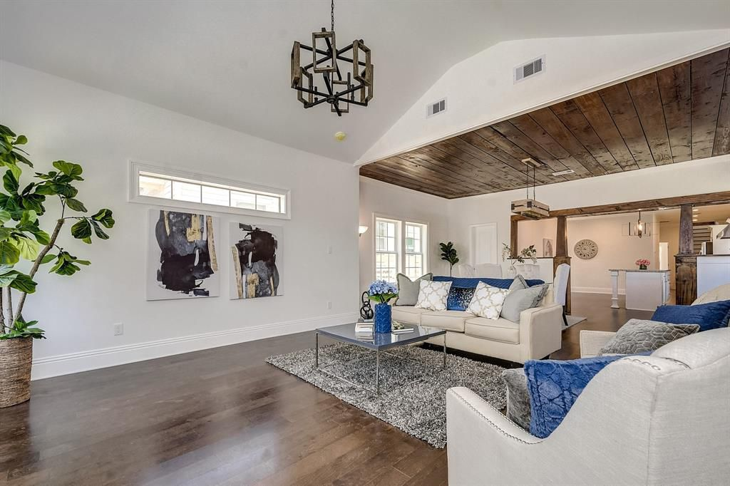 Living Room - Vacant Home Staging