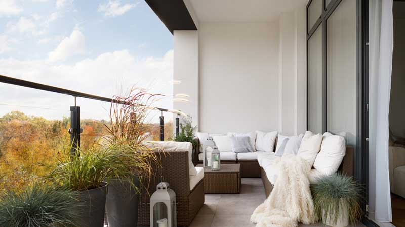 Stunning, But Simple, Small Outdoor Space Home Decorating Solutions